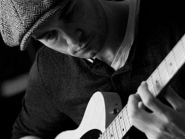 Zanger gitarist boeken diner